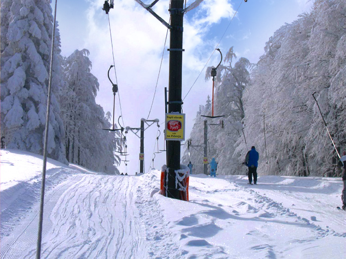 Advertising at ski resorts in Slovenia | Sms Marketing d.o.o. | Advertisement on a pillar