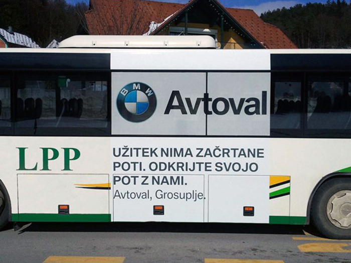 Advertising on buses in Slovenia | Sms Marketing d.o.o. | Advertisement on the left side of the bus - Avtoval