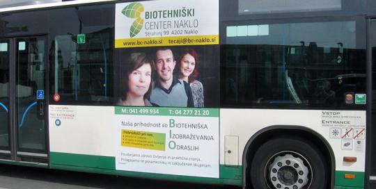 Oglaševanje na avtobusih | Sms Marketing d.o.o. | Oglas na desni strani avtobusa - Biotehniski center Naklo