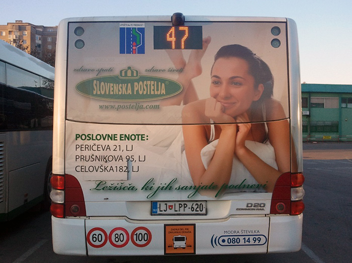 Werbung an Bussen | Sms Marketing d.o.o. | Werbung am hinteren Teil des Busses – Slovenska postelja