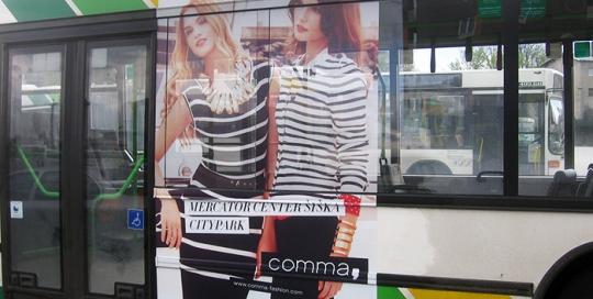 Oglaševanje na avtobusih | Sms Marketing d.o.o. | Oglas na desni strani avtobusa - Comma