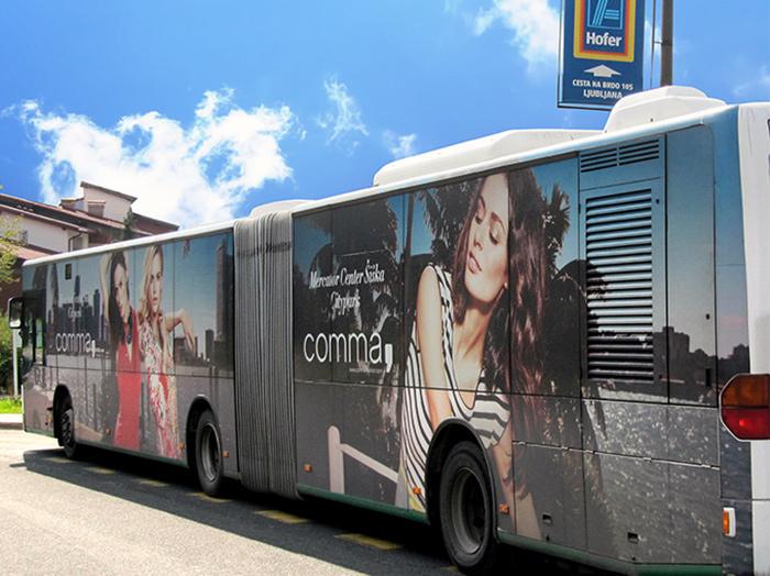 Oglaševanje na avtobusih | Sms Marketing d.o.o. | Oglas na levi strani avtobusa - Comma