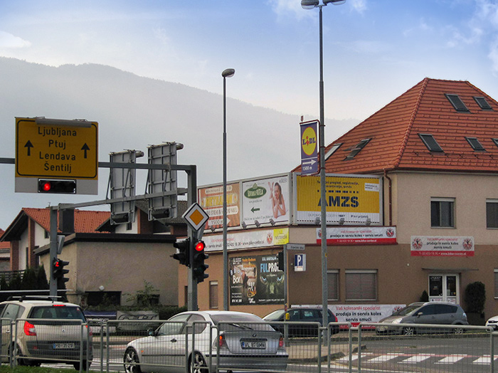 Advertising on outdoor advertising surfaces in Slovenia | Sms Marketing d.o.o. | Advertisement on a rotating panel
